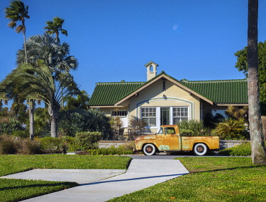 US11971 Florida, Saint Petersburg, Old Southeast Neighborhood, Pinellas County, Classic 1950's Ford Pickup Truck