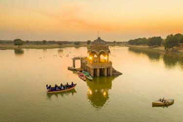 IN05921 India, Rajasthan, Jaisalmer, Gadi Sagar Lake