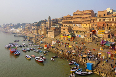 IN05925 India, Uttar Pradesh, Varanasi, Gange River and Historic Ghats