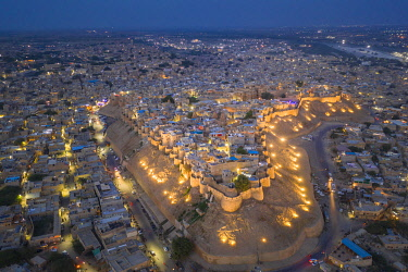 IN05950 India, Rajasthan, Jaisalmer, Old Town, Aerial view of Old Town and Fortifications