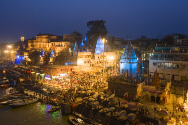 IN05958 India, Uttar Pradesh, Varanasi, Gange River and Historic Ghats