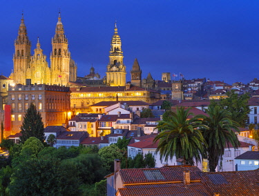 SPA8914AW Spain, Galicia, Santiago de Compostela, view over rooftops to cathedral illuminated at night. UNESCO World Heritage site