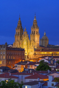 SPA8911AW Spain, Galicia, Santiago de Compostela, view over rooftops to cathedral illuminated at night. UNESCO World Heritage site