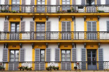 SPA8875AW Spain, Basque Country, San Sebastian (Donostia), Plaza de la Constitucion, close up of typical balconies