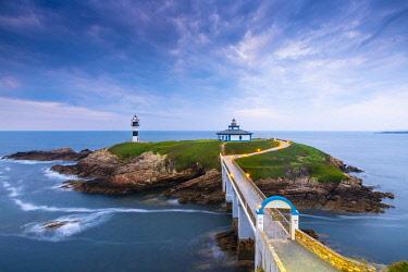 SPA8870AW Spain, Galicia, Cantabrian coast, Ribadeo, Illa Plancha lighthouse