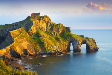 SPA8819AW Spain, Basque country, San Juan de Gaztelugatxe, view of islet