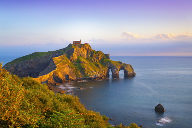 SPA8821AW Spain, Basque country, San Juan de Gaztelugatxe, view of islet