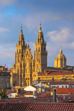 SPA8734AWRF Spain, Galicia, Santiago de Compostela, view over rooftops to cathedral. UNESCO World Heritage site