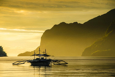 IBXRUN04805492 Silhouete of Outrigger at sunset in El Nido, Bacuit Archipelago, Palawan, Philippines, Asia