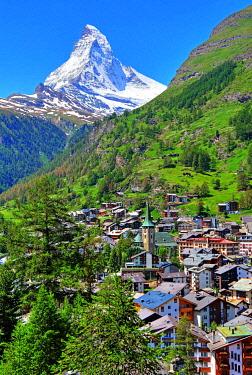 IBLGNG04789006 View of the village with Matterhorn 4478m, Zermatt, Mattertal, Valais, Switzerland, Europe