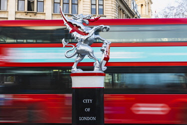 TPX69461 England, London, City of London, Dragon Statue Boundry Mark Guarding The Entrance to The City of London