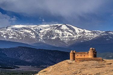 SPA9043AW Castillo de la Calahorra castle with the Sierra Nevada mountain range in the background, La Calahorra, Andalusia, Spain