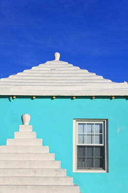 BU01091 Bermuda, traditional white stone roofs on colourful Bermuda houses