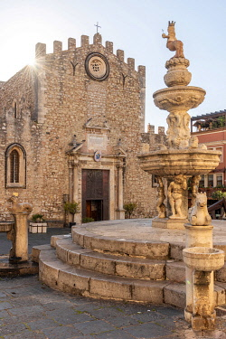 ITA13786AW Europe, Italy, Sicily. Horse fountain on the Piazzo Duomo of Taormina at sunrise.