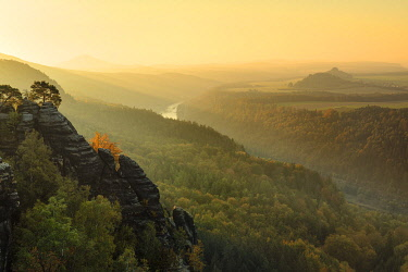 IBXMAL04832755 View from Schrammsteine into the Elbe valley, Elbe Sandstone Mountains, Saxon Switzerland, Saxony, Germany, Europe