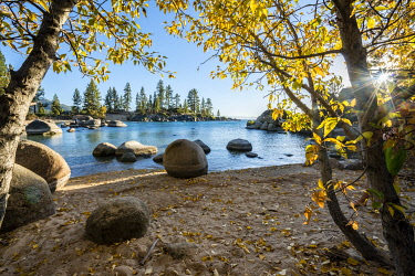 IBXMMW04850213 Round stones in turquoise water, Lake Tahoe Bay, Sand Harbor State Park, shore, California, USA, North America