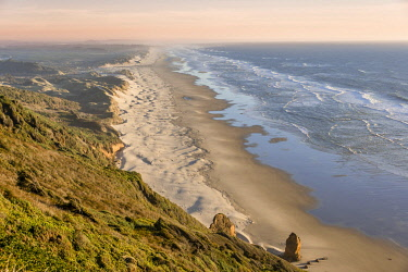 IBXMMW04854703 View over Baker Beach, coastal landscape with long sandy beach and dunes, Oregon Coast Highway, Oregon, USA, North America