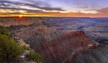 IBXVFW04827227 Gorge of the Grand Canyon at sunset, Colorado River, view from Hopi Point, eroded rock landscape, South Rim, Grand Canyon National Park, near Tusayan, Arizona, USA, North America