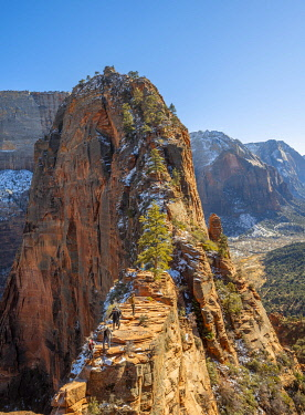 IBXVFW04836498 Viewpoint with view of Angels Landing, Angels Landing Trail, Zion Canyon, Zion National Park, Utah, USA, North America