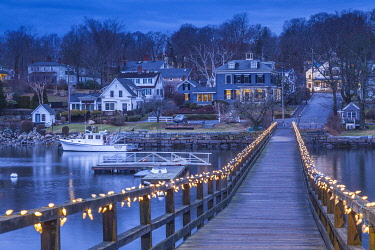 US03594 USA, New England, Massachusetts, Cape Ann, Gloucester, Annisquam Footbrdge with Christmas lights, dusk