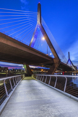 US03596 USA, New England, Massachusetts, Boston, Leonard P. Zakim Bridge, dawn