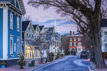 US03653 USA, New England, Massachusetts, Nantucket Island, Nantucket Town, Centre Street, Christmastime