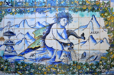 POR10554AW Azulejos (ceramic tiles), 17th century, of the Palacio dos Marqueses de Fronteira (Palace of the Marquises of Fronteira), a pearl of traditional Portuguese noble architecture, dating back to the 17th...