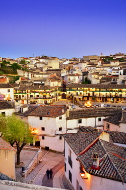 SPA9074AW The old town of Chinchon with the 15-17th century Plaza Mayor at dusk. Castilla la Mancha, Spain