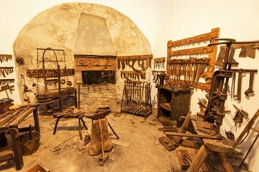SPA9082AW Traditional blacksmith workshop. Ethnographic Museum (Museo Etnografico Extremeno Goncalo Santana), Olivenza. Extremadura, Spain
