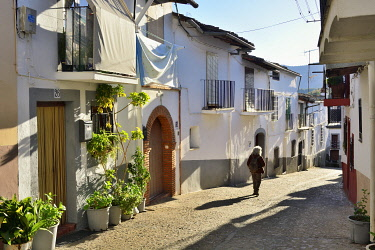 SPA9104AW A medieval street and houses of Guadalupe, a little village known for the Real Monasterio de Nuestra Senora de Guadalupe (Royal Monastery of Santa Maria of Guadalupe), a UNESCO World Heritage Site. Gu...