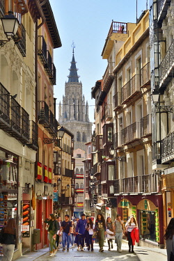 SPA9119AW Street life in Calle Comercio, the main commercial street in the Old Town. On the background the Catedral Primada. Toledo, a Unesco World Heritage Site. Castilla la Mancha, Spain