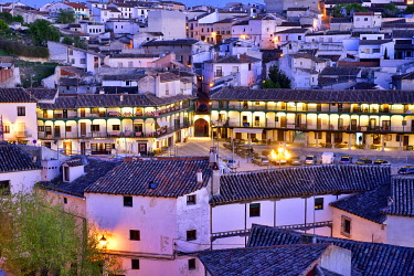SPA9142AW The old town of Chinchon with the 15-17th century Plaza Mayor at dusk. Castilla la Mancha, Spain