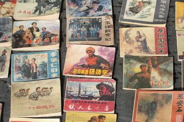 CH11828AW Asia, China, Peoples Republic, Chinese,Sichuan Province, Chengdu, Du Jiang Yan City, street market with propaganda booklets