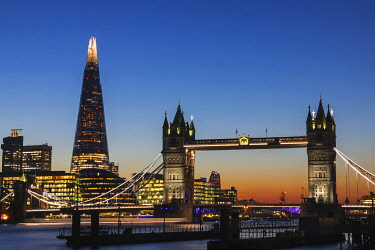 TPX69614 England, London, Tower Bridge and The Shard at Sunset