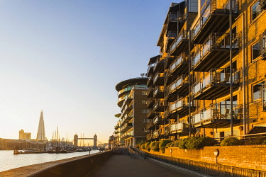TPX69861 England, London, Wapping, Cinnabar Wharf Riverside Residential Apartment Complex