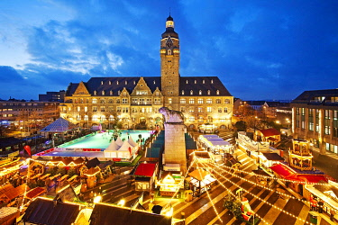 IBLSZI04817809 Christmas market on the Theodor-Heuss-Square in front of the town hall, Alt-Remscheid, Remscheid, North Rhine-Westphalia, Germany, Europe