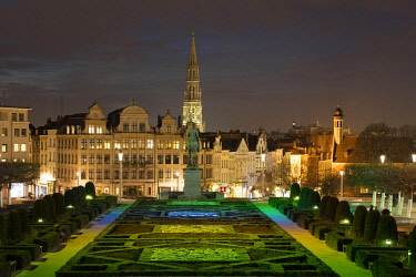 IBXDWH04861423 City view, view from the illuminated square Mont des Arts to the town hall and lower town, night shot, Brussels, Belgium, Europe