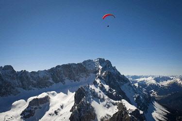 IBXFFF01898510 Aerial view, paragliding, Mt. Zugspitze, Garmisch-Partenkirchen, Bavaria, Germany, Europe