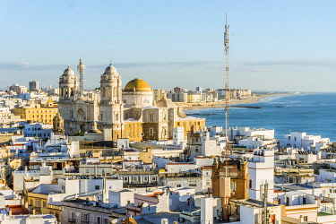 IBXJAS04666614 Cityscape with Cathedral of Cadiz, Cadiz, Andalusia, Spain, Europe