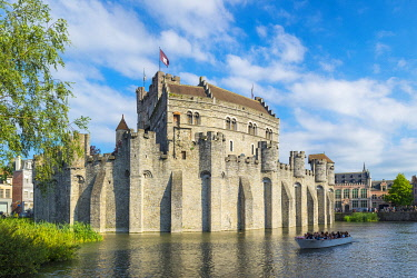 BEL1852AW Belgum, Vlaanderen (Flanders), Ghent (Gent). Het Gravensteen castle on the Leie River.