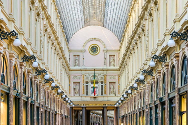 BEL1867AW Belgium, Brussels (Bruxelles). The Galeries Royales Saint-Hubert 19th century shopping arcades.