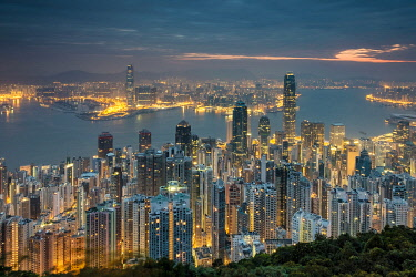 CH11910AW Hong Kong skyline at night from Lugard Road on Victoria Peak, Hong Kong Island, Hong Kong, China