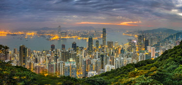 CH11911AW Panoramic view of Hong Kong skyline at dawn from Lugard Road on Victoria Peak, Hong Kong Island, Hong Kong, China