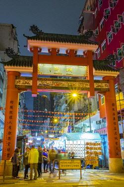 CH11912AW Temple Street gate and Temple Street Night Market, Yau Ma Tei, Kowloon, Hong Kong, China