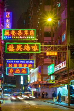 CH11913AW Colorful illuminated neon lights and signs at night, Yau Ma Tei, Kowloon, Hong Kong, China