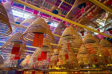 CH11920AW Incense coils at Man Mo Temple, Sheung Wan, Central District, Hong Kong Island, Hong Kong, China