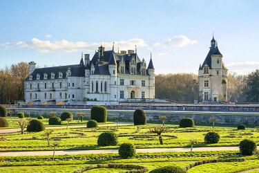 FRA11381AWRF Château de Chenonceau castle seen from the formal gardens, Chenonceaux, Indre-et-Loire, Centre, France.