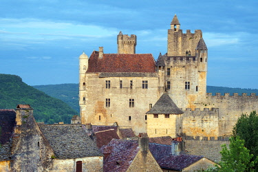 FRA11392AWRF Beynac-et-Cazenac castle and medieval houses, Dordogne Department, Aquitaine, France