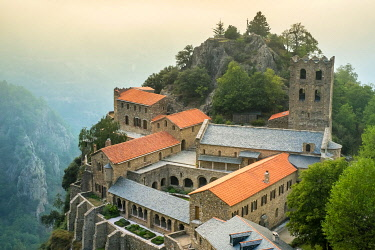FRA11125AW Abbaye Saint-Martin du Canigou, Pyrénées-Orientales, Languedoc-Roussillon, France.
