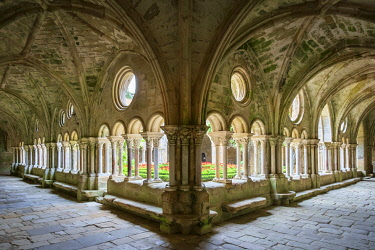 FRA11135AW Romanesque cloisters at Abbaye de Fontfroide, Aude Department, Languedoc-Roussillon, France.